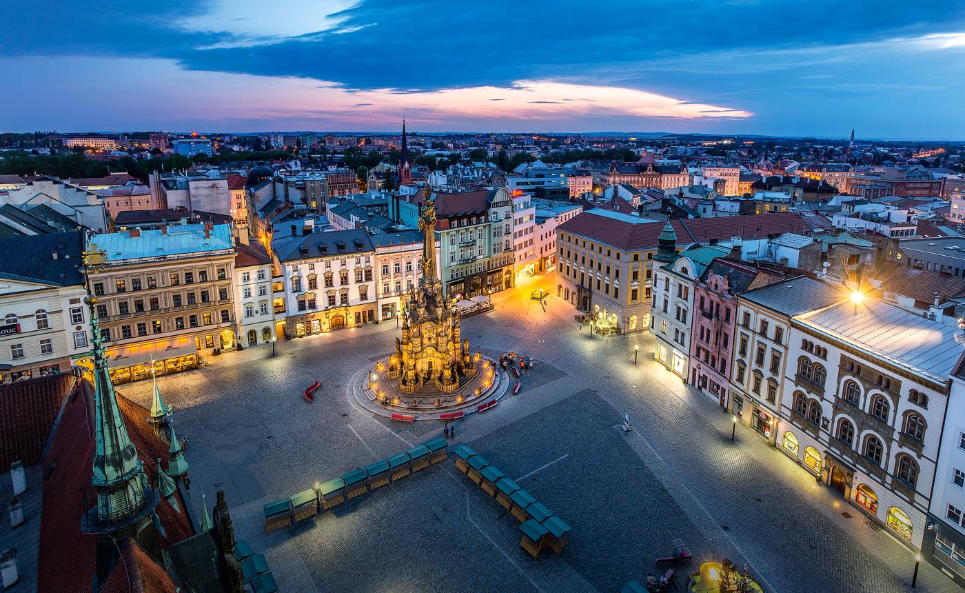 Pohled na večerní centrum Olomouce